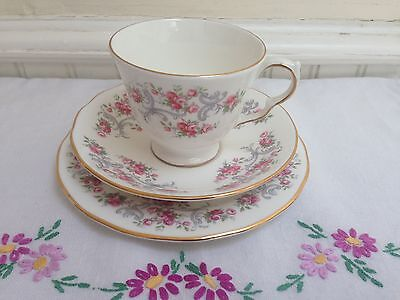 PRETTY VINTAGE CHINA TEA CUP SAUCER & PLATE TRIO ROYAL OSBORNE PINK ROSES