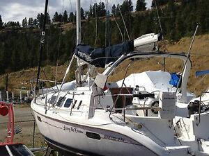 1998 Hunter 310 sailboat