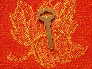 Flat-Key-For-Vtg-Singer-Treadle-Sewing-Machine-Drawers