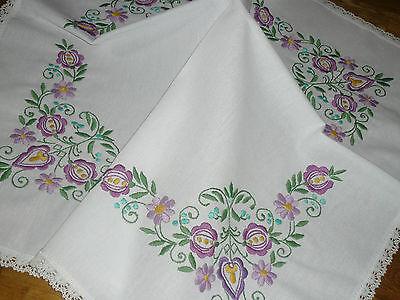 Super  Tischdecke / Mitteldecke  71 cm  / 72 cm  Blumen   Handarbeit  UNBENUTZT
