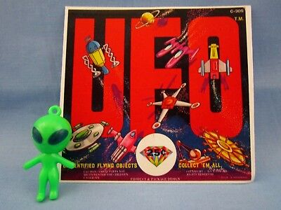 "VINTAGE STYLE ""GREEN SPACEMAN ALIEN"" CRACKER JACK CHARM LIKE with DISPLAY CARD"