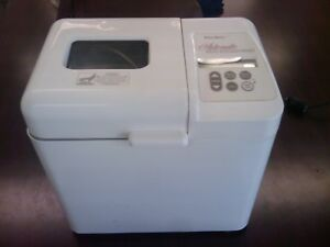 WESTBEND Automatic Bread & Dough Maker