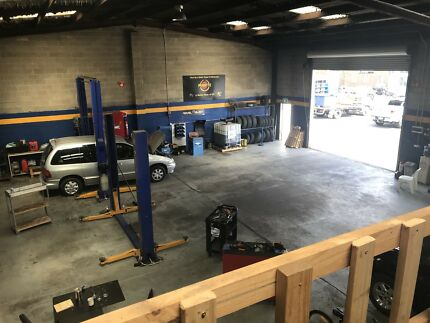 Automotive workshop fully equipped with tools