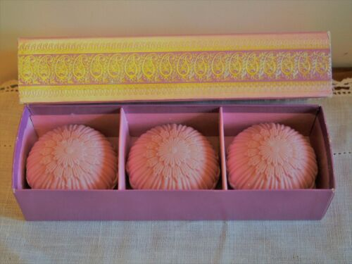AVON VINTAGE 1969 ELUSIVE PERFUMED SOAPS 3 SOAPS 3 OZ EACH NEW OLD STOCK IN BOX!