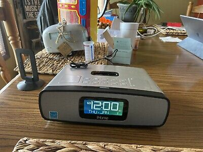 Home iP90 Dual Alarm Clock Radio AM/FM Presets & Dock for iPod