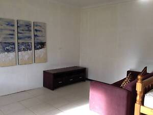 Granny flat for rent nr Campbelltown Bradbury Campbelltown Area Preview