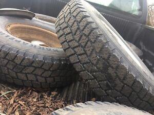 Jai 6 pneus et roue pour ford 3500 lt 235 85 16