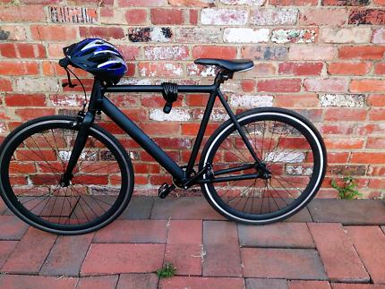Aluminium bicycle + helmet, 2 locks, front & rear lights