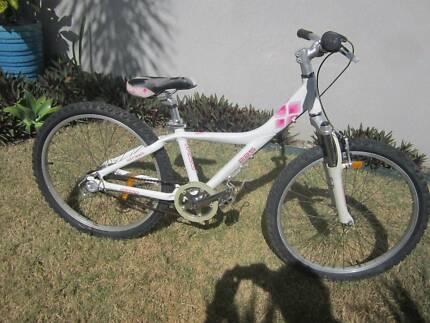 24inch Girls Giant 225 MTX Mountain bike.