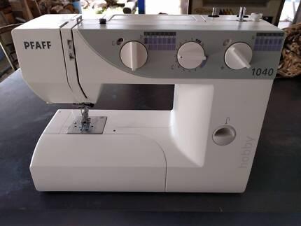 Pfaff 1040 Sewing Machine