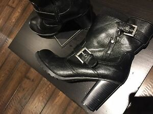 Black Guess Boots - size 8