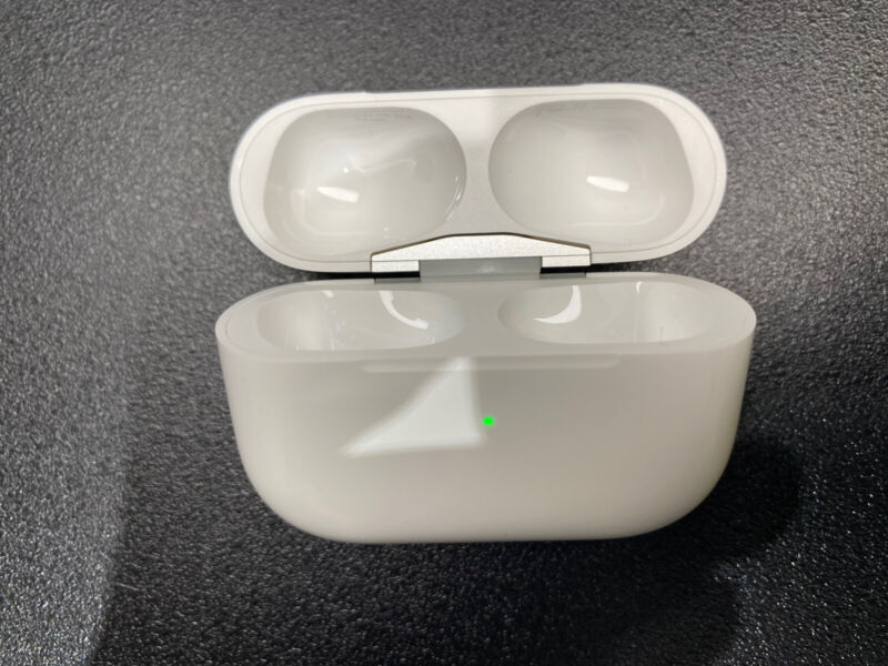 Apple Airpods Pro MWP22AM/A Charging Case A2190 Genuine Charger ONLY