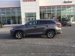 2018 Toyota Highlander XLE HEATED LEATHER SEATS; P/ROOF; P/SE...