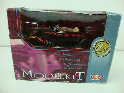 MotorMax 1934 Ford Coupe 1:24 Scale Diecast Metal Model Kit Missing A Tire