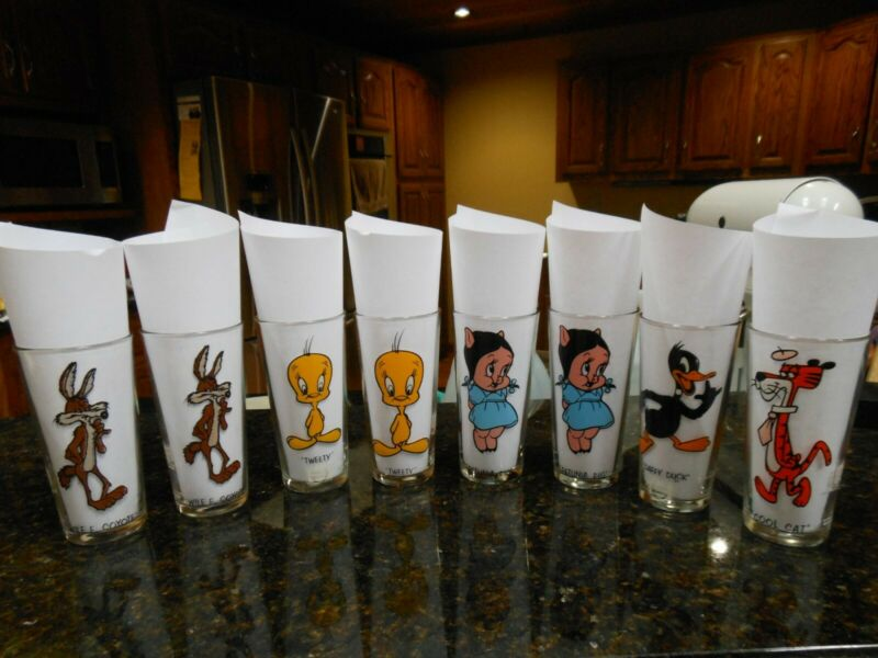 VINTAGE 1973 Looney Tunes Cartoon Glasses - Lot of 8 (Pepsi Collection Series)