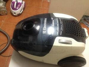 ELECTROLUX 2200w vacuum cleaner Springwood Logan Area Preview