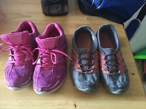 Womens shoes size 5.