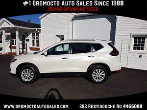 2018 Nissan Rogue SV ALL WHEEL DRIVE,ONLY 15500 KM. WINTER TI...