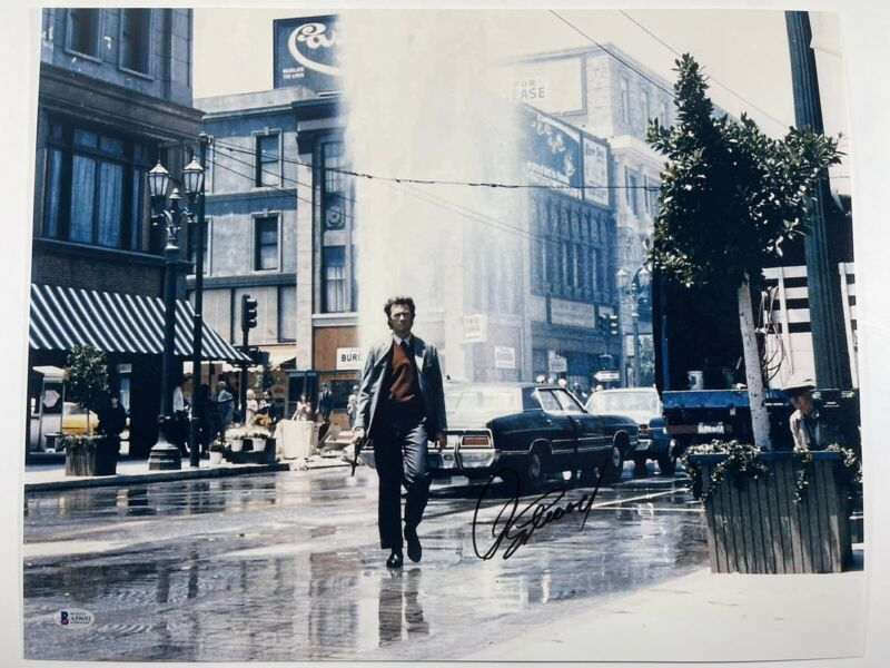 CLINT EASTWOOD SIGNED DIRTY HARRY 16x20 PHOTO AUTHENTIC BECKETT BAS LOA #A59692