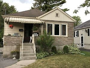 Charming 2 bed, central location, laundry, parking-1-430 College