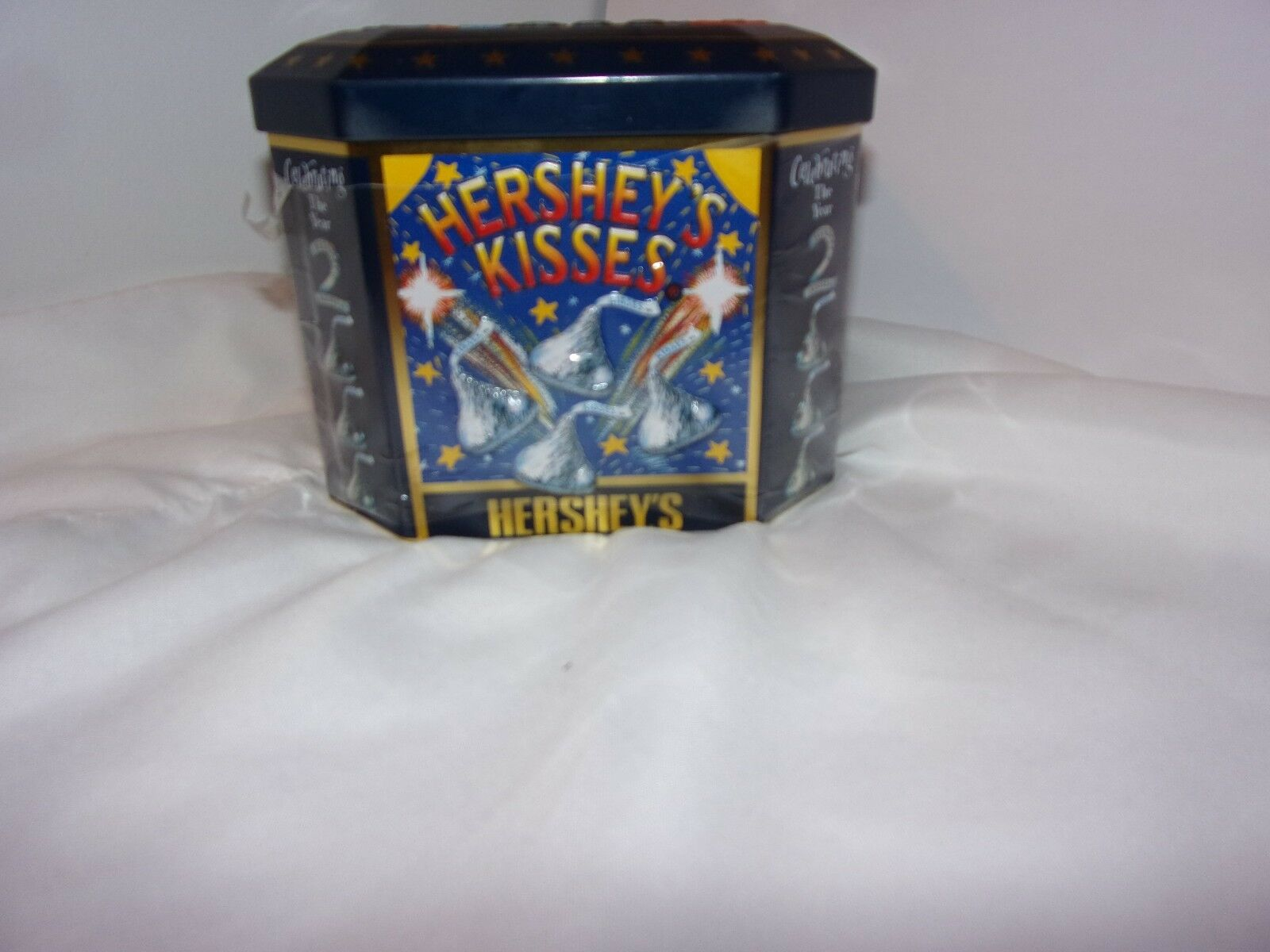 Купить Hershey's - Hershey's Kisses Limited Edition Commemorative Tin Celebrating The Year 2000