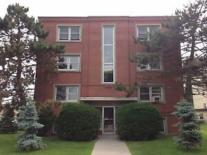 2 BD APARTMENT IN CENTRAL LOCATION! 10-311 Westdale Ave