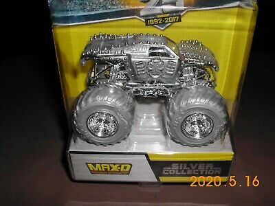 2017 Hot Wheels Monster Jam MAX-D MAXIMUM DESTRUCTION Silver Collection 25th