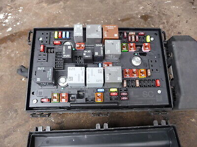 VAUXHALL ASTRA MK 6 J 2.0 CDTI FUSE RELAY BOX 2009 - 2015 13343981