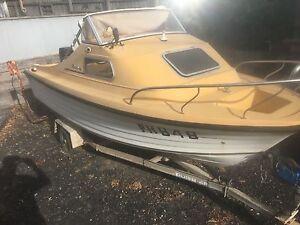 Half cabin boat San Remo Bass Coast Preview