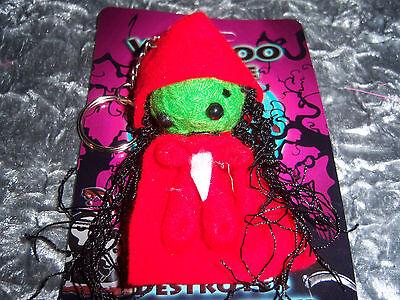 1 Voodoo Schlüsselanhänger Mädchen grün rot Puppe Crazy Neu Mitbrinsel Geschenk