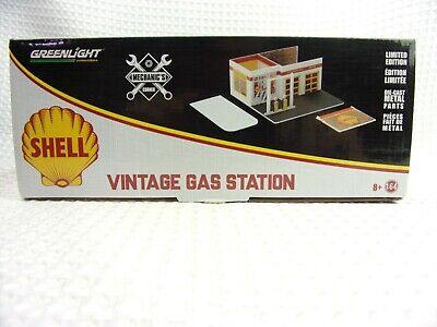Greenlight Mechanic's Corner SHELL Vintage Gas Station Diorama LE 1:64 Scale