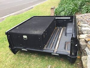 D40 Black Navara Tub Cordeaux Heights Wollongong Area Preview