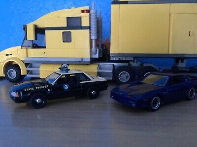 GreenLight Hot Pursuit Diorama Florida Highway Patrol Mustang v Firebird 1:64