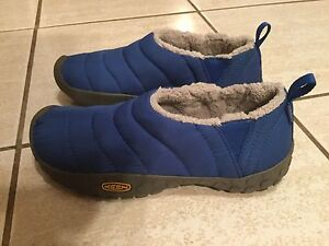 New Keen size 4 lined shoes