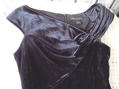 Short black velvet cocktail party dress by JESSICA HOWARD Size 12