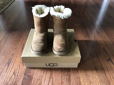 Girls Ugg Size 3 Bailey Bow Boots 3280K in Chestnut