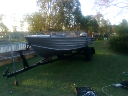 13.5 foot aluminum boat