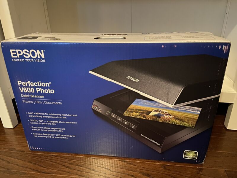 Epson PERFECTION V600 Photo Color Scanner 6400 dpi Optical Resolution New Sealed