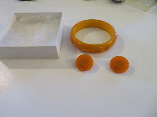 Beautiful BUTTERSCOTCH Carved Bangle Bracelet- VTG.BAKELITE -un-tested- Earrings