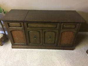 Brentwood Record Player