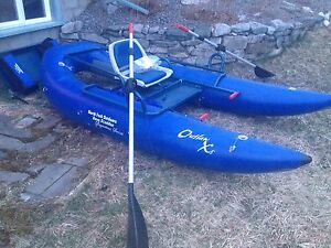 Outlaw X5 Pontoon boat