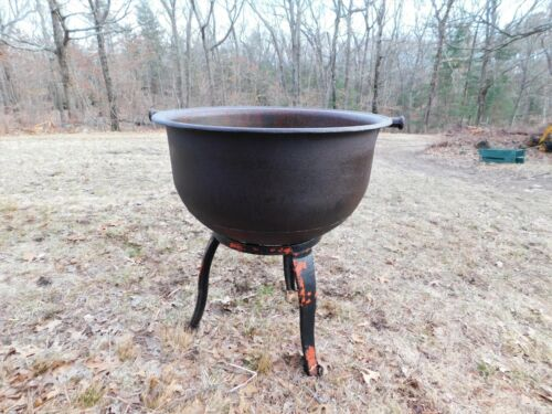 GIANT VINTAGE CAST IRON CAULDRON KETTLE, WARRANTED 45 GALLON, GARDEN FLOWER POT