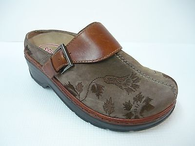 Klogs Brown Paisley Embossed Leather Buckle Accent MULE/CLOGS 7W