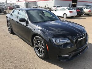2017 Chrysler 300 S | 363hp | Hemi V8 | Pano Roof
