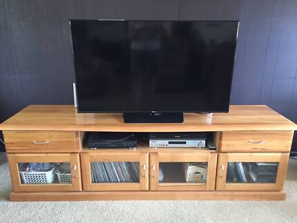 Low line entertainment unit