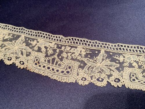 Lovely Antique Handmade Point de Gaze Off White Lace Collar