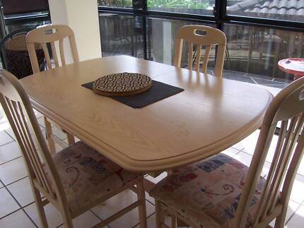 Furniture/dining Table