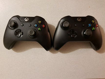 ***CHEAP - 2 x Xbox One Controllers***
