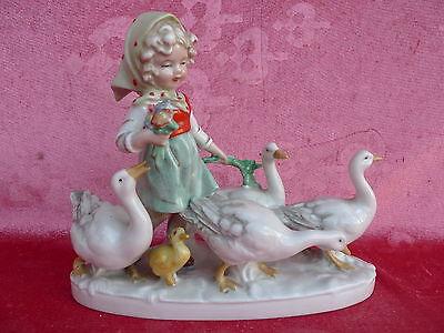 schöne,alte Porzellanfigur__Mädchen mit Gänsen__Gänselisel__gemarkt__!