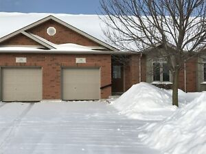 Lovely 2 bed townhome in great central location! 1196 Wheathill